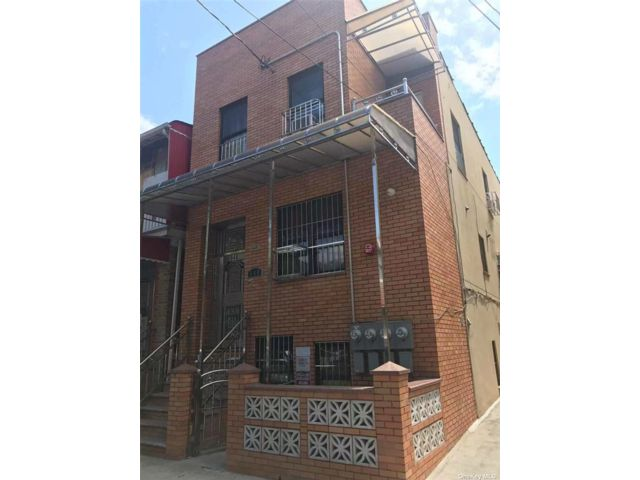13 BR,  6.00 BTH Colonial style home in Borough Park