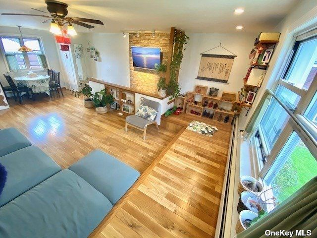 3 BR,  1.00 BTH Garden apartmen style home in Bayside