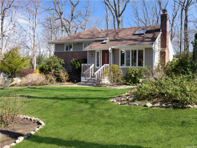 3 BR,  3.00 BTH  Split level style home in Dix Hills
