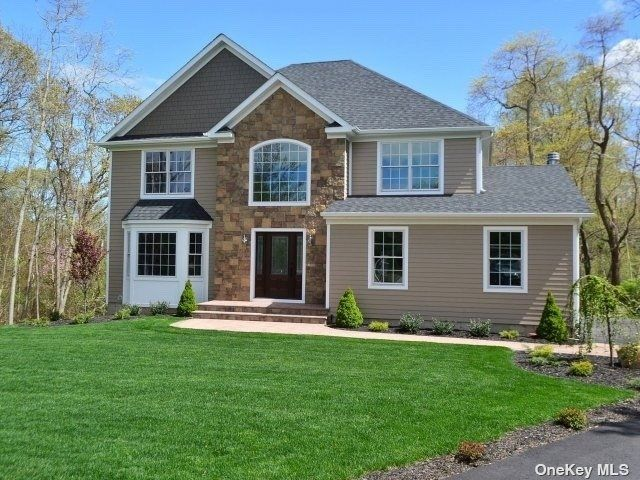 4 BR,  3.00 BTH Post modern style home in Port Jefferson Station