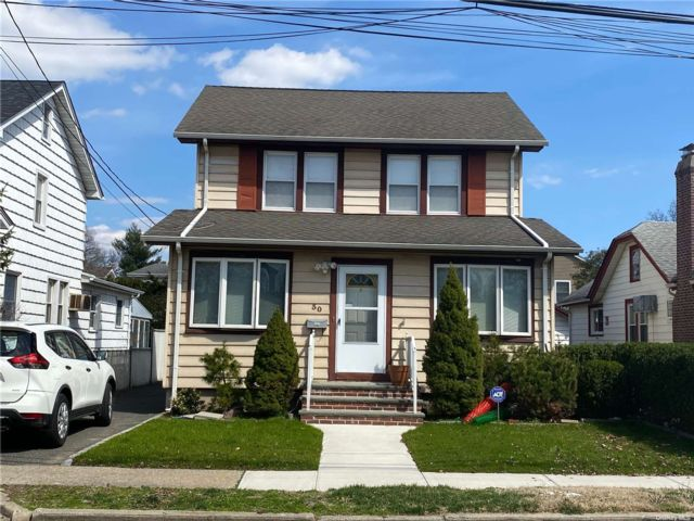 3 BR,  1.00 BTH Contemporary style home in Lynbrook