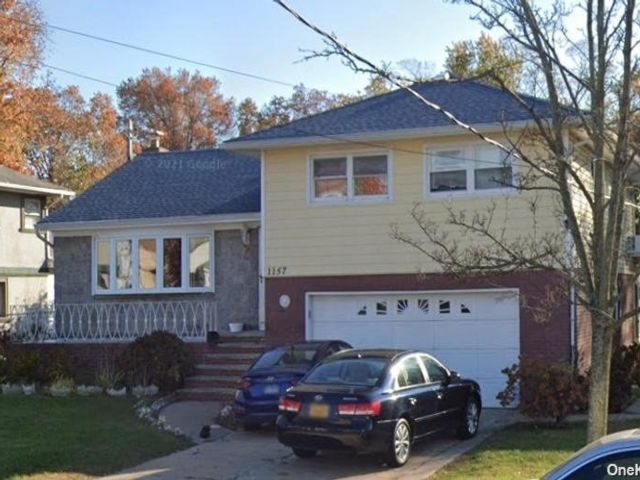 4 BR,  4.00 BTH  Split level style home in Valley Stream