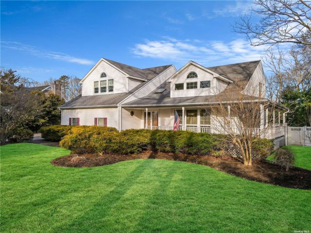 4 BR,  4.00 BTH Post modern style home in Eastport