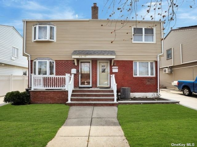 3 BR,  1.00 BTH Colonial style home in Whitestone