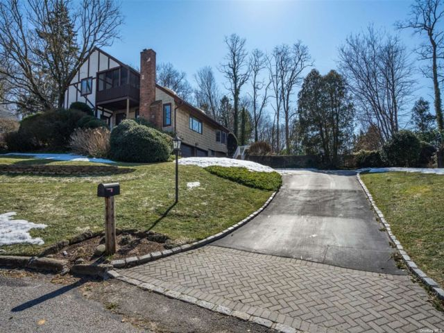 4 BR,  3.00 BTH Tudor style home in Northport