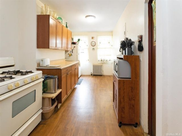 1 BR,  1.00 BTH Mid rise style home in Williamsburg