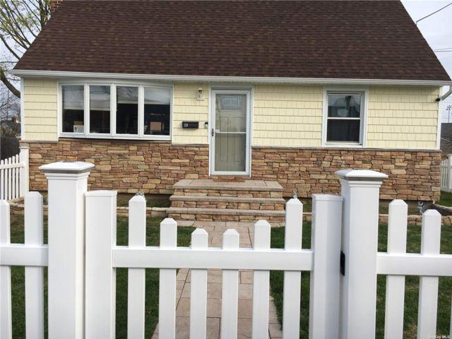 4 BR,  2.00 BTH Cape style home in Greenlawn