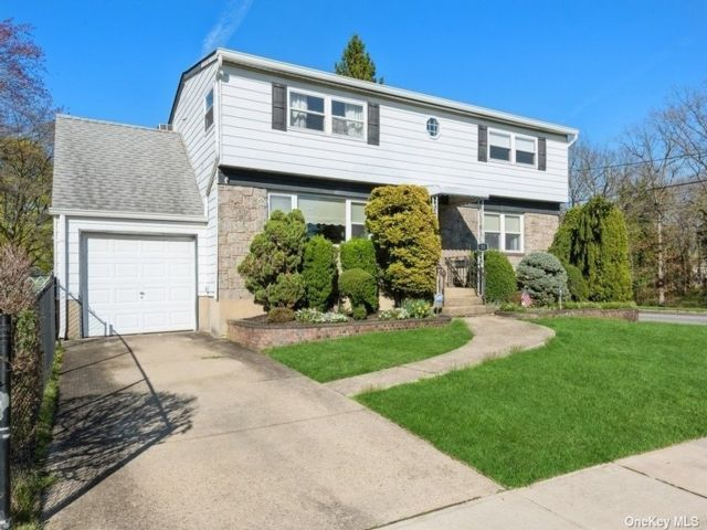 5 BR,  2.00 BTH Colonial style home in Farmingdale