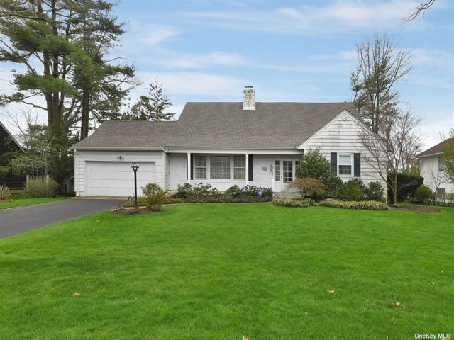 5 BR,  3.00 BTH Exp ranch style home in Hewlett Harbor