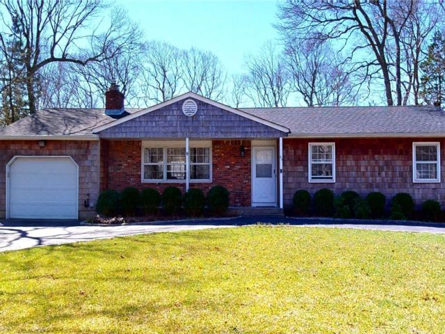 3 BR,  3.00 BTH Ranch style home in East Quogue