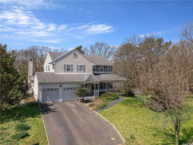 4 BR,  3.00 BTH Colonial style home in South Setauket