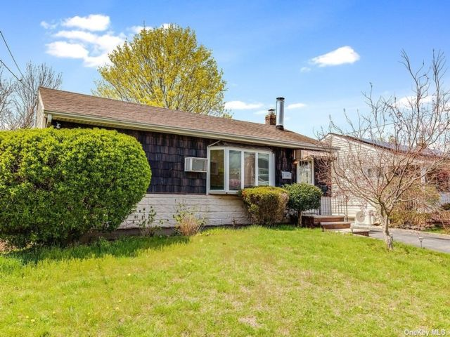 3 BR,  2.00 BTH  Exp ranch style home in Bethpage