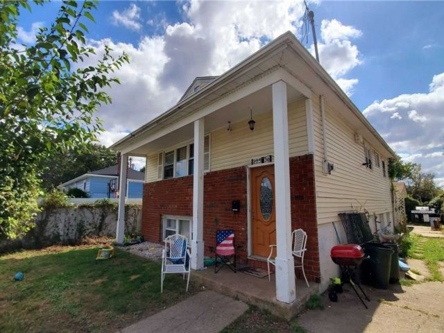 3 BR,  2.00 BTH  Hi ranch style home in Queens Village