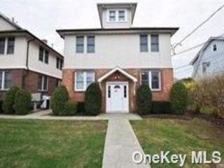 2 BR,  1.00 BTH 2 story style home in Hicksville