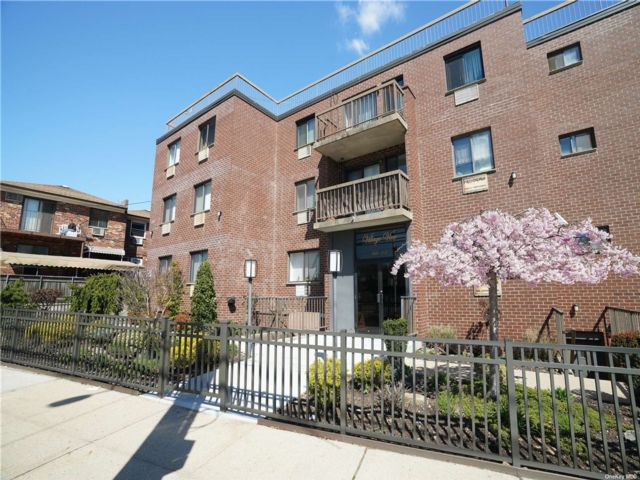 1 BR,  1.00 BTH Mid rise style home in Middle Village