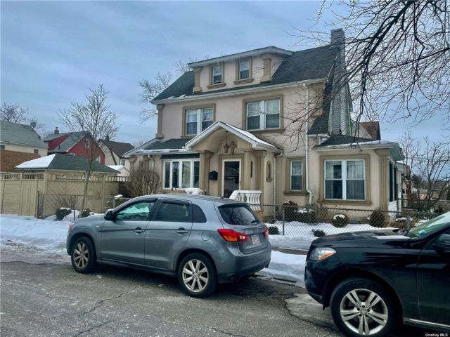 3 BR,  3.00 BTH Colonial style home in Queens Village