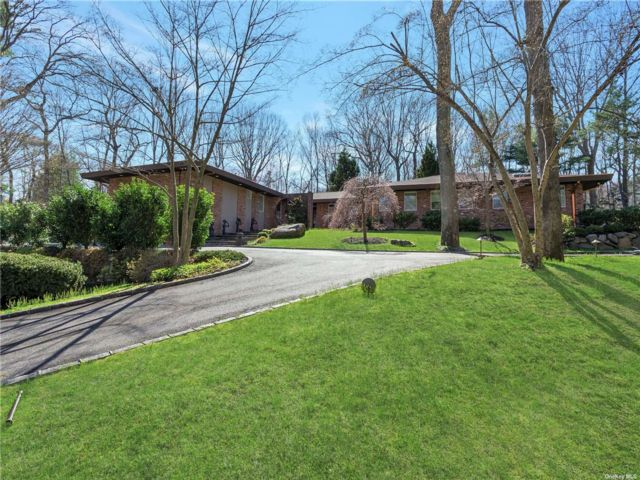 5 BR,  7.00 BTH Ranch style home in Brookville