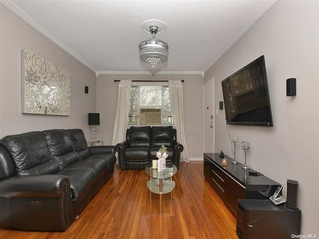 3 BR,  1.00 BTH  Garden apartmen style home in Queens Village