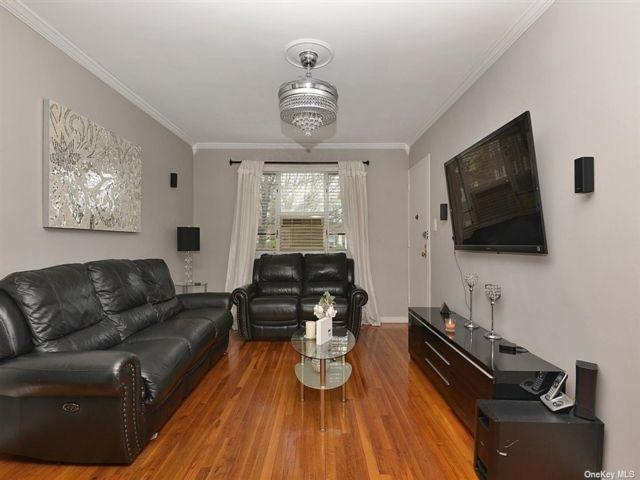 3 BR,  1.00 BTH Garden apartmen style home in Queens Village