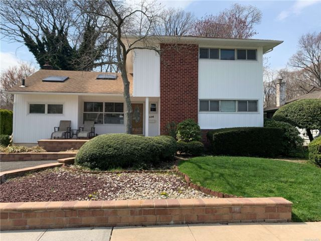 3 BR,  3.00 BTH  Raised ranch style home in East Meadow