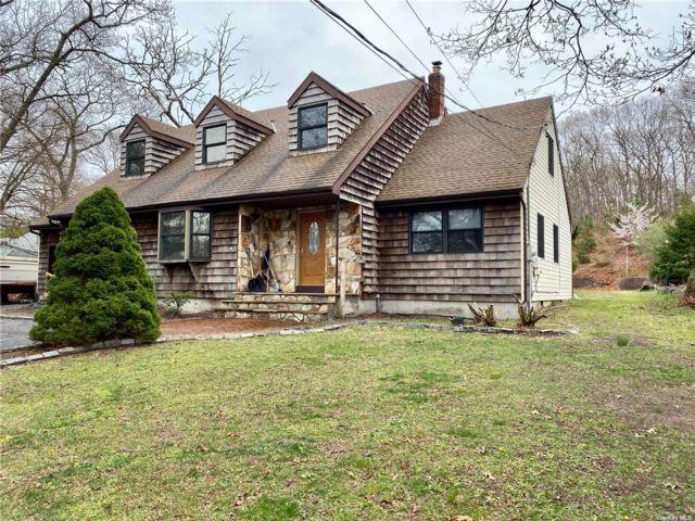4 BR,  2.00 BTH Cape style home in Selden