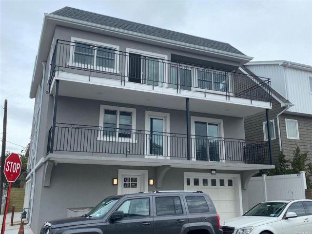 2 BR,  1.00 BTH Apt in bldg style home in Long Beach