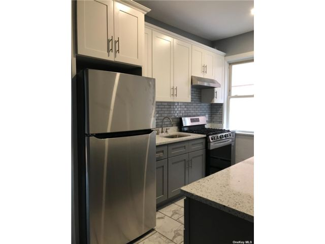 3 BR,  1.00 BTH  2 story style home in Jackson Heights