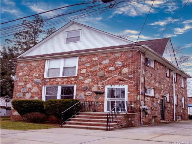 5 BR,  4.00 BTH Colonial style home in Bayside