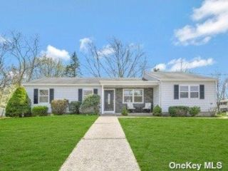 4 BR,  3.00 BTH Ranch style home in Selden