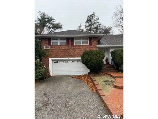 4 BR,  3.00 BTH Colonial style home in Westbury