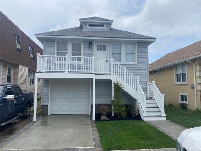 3 BR,  2.00 BTH Raised ranch style home in Island Park