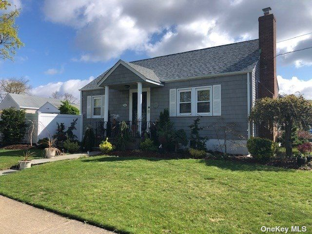 2 BR,  1.00 BTH Ranch style home in Farmingdale