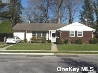 3 BR,  2.00 BTH Ranch style home in Merrick
