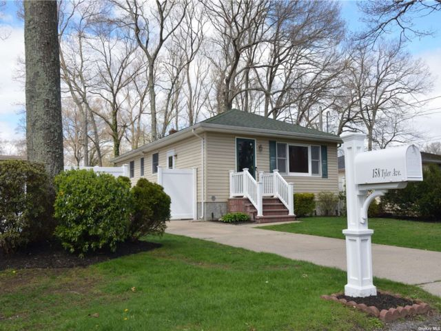 3 BR,  2.00 BTH Ranch style home in Miller Place