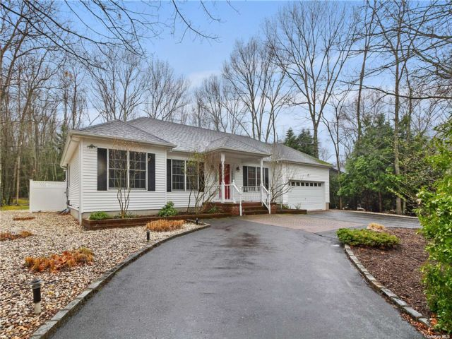 3 BR,  2.00 BTH Ranch style home in Sag Harbor