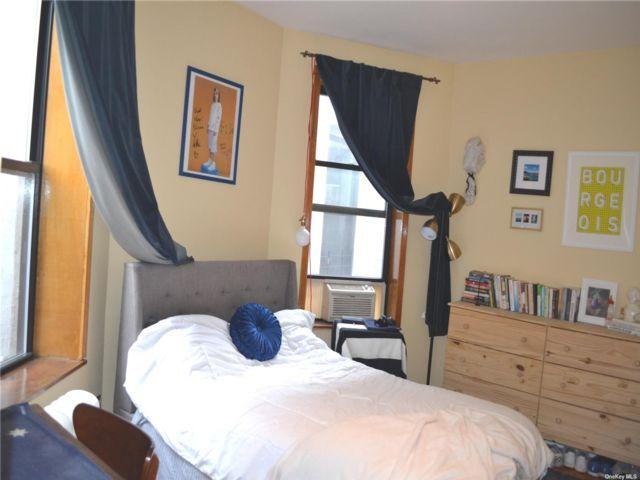2 BR,  1.00 BTH Apt in bldg style home in New York