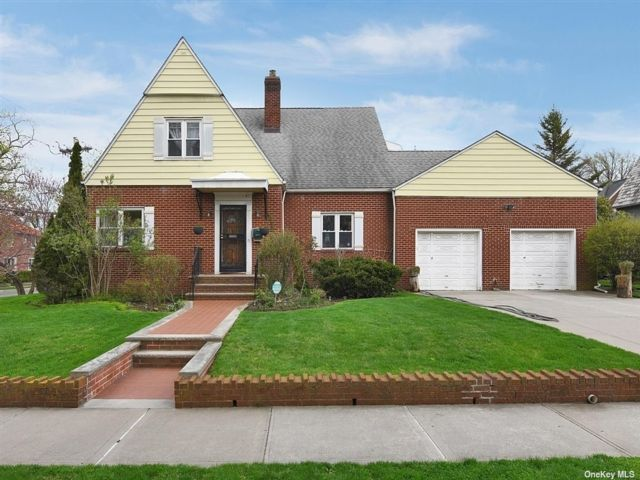 4 BR,  4.00 BTH Other style home in Flushing