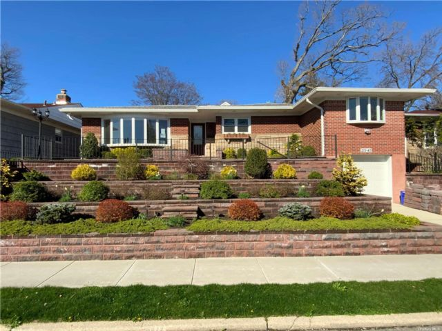 4 BR,  3.00 BTH Exp ranch style home in Hollis Hills