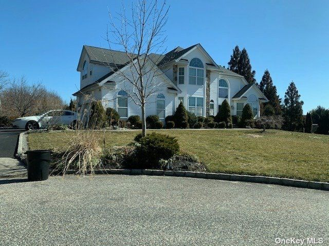 5 BR,  3.00 BTH Post modern style home in Miller Place