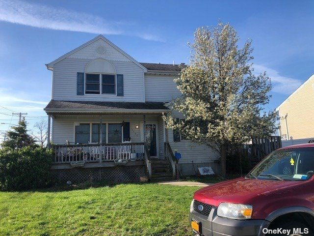 4 BR,  2.00 BTH Colonial style home in Baldwin