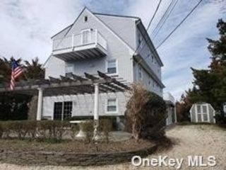 4 BR,  3.00 BTH Colonial style home in Miller Place