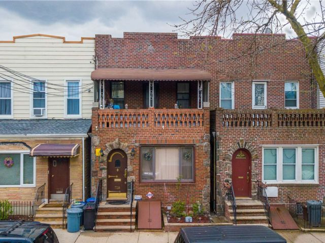 5 BR,  2.00 BTH 2 story style home in Glendale