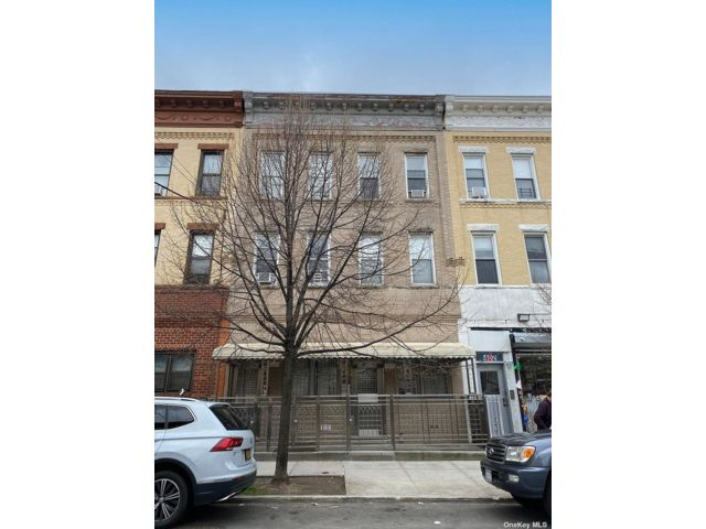 10 BR,  9.00 BTH  Apartment style home in Ridgewood