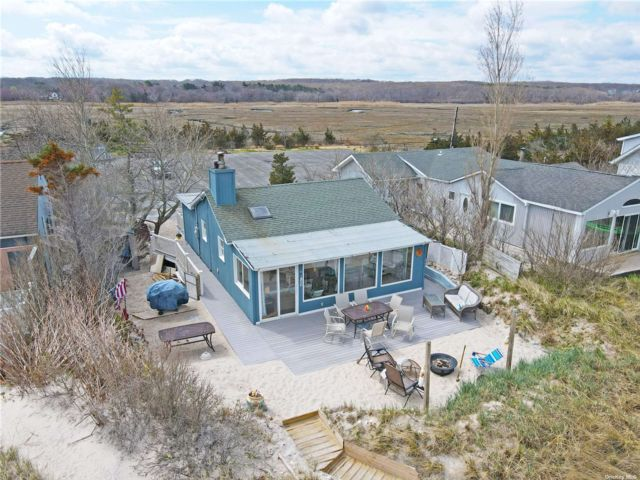 3 BR,  2.00 BTH Ranch style home in Wading River