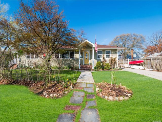 3 BR,  2.00 BTH Ranch style home in Bayville