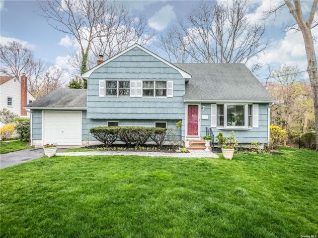 4 BR,  2.00 BTH 2 story style home in Patchogue