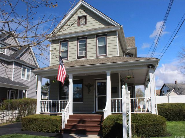 1 BR,  2.00 BTH Colonial style home in Farmingdale