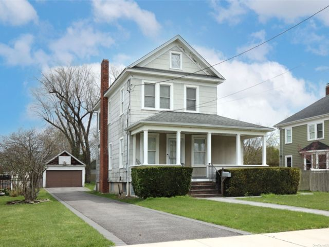 4 BR,  2.00 BTH  Colonial style home in Patchogue