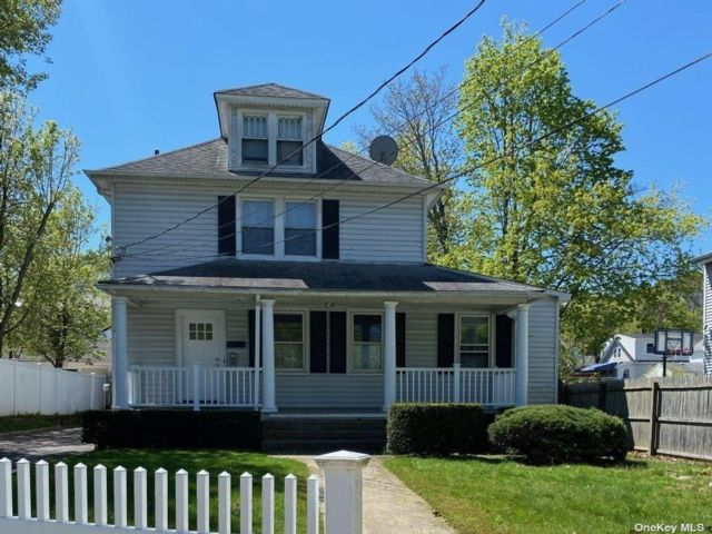 2 BR,  1.00 BTH Apt in house style home in Oyster Bay