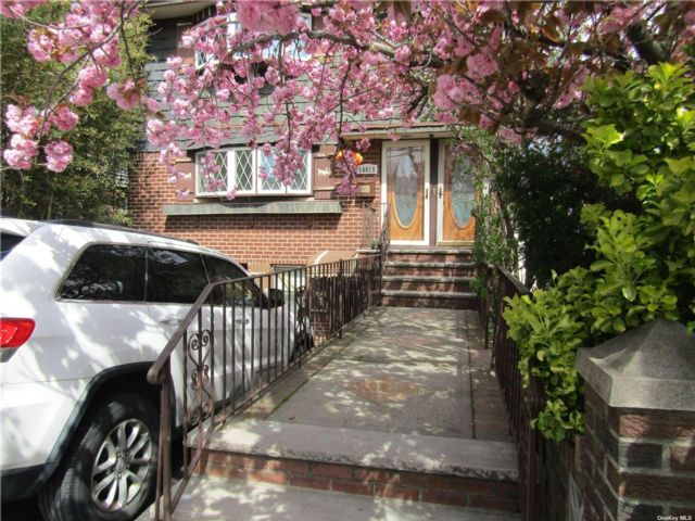 3 BR,  2.00 BTH Duplex style home in Lindenwood
